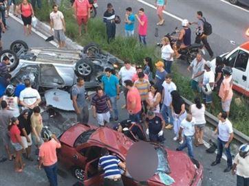Carros ficaram destruídos – Reprodução/Instagram/Moficorreiooficial