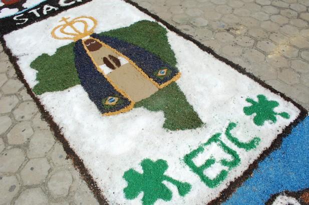 Tapetes foram confeccionados pelos jovens das Paróquias de Caicó