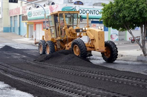 A obra de recapeamento e capeamento asfáltico de Caicó estará beneficiando 27 ruas - Foto: Divulgação
